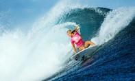 Những người phụ nữ lướt sóng biển can đảm