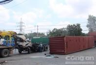 Tai nạn hy hữu giữa 2 container cách nhau 1km