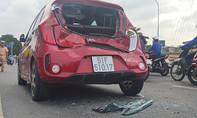 Tai nạn liên hoàn 3 ô tô, đường vào trung tâm TP.HCM kẹt cứng