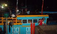 Bình Thuận: Đưa 7 tàu cá bị lũ cuốn ra biển vào bờ