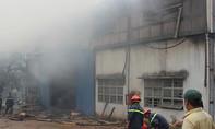 Cháy xưởng sản xuất giấy, công nhân tháo chạy giữa bữa cơm trưa