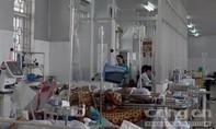 Cha ôm con 28 tháng tuổi nhảy lầu 6 bệnh viện tự tử