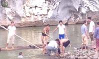 Người thân ngã quỵ khi nhận hung tin 4 thiếu nữ đuối nước
