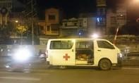 Xe cứu thương tông xe máy, một phụ nữ nguy kịch