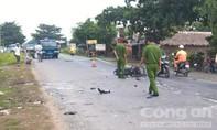 Xe máy lao vào xe tải, 3 người chết