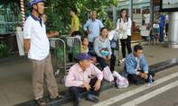 Đóng cửa sân bay để sửa đường băng, hàng trăm hành khách mắc kẹt