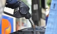 Giá xăng có thể tăng mạnh 600 đồng/lít vào ngày mai
