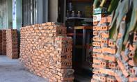 Người dân khóc ròng vì tường thành 'mọc' trước cửa nhà