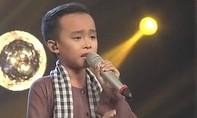Cậu bé Hồ Văn Cường cất tiếng hát khiến cả khán phòng rơi nước mắt