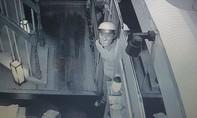 Truy bắt hai tên trộm đột nhập vào nhà hàng Nhật Bản ngay giữa Sài Gòn