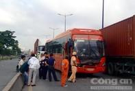 Hành khách trên xe giường nằm hốt hoảng sau tai nạn liên hoàn