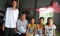 Chán chồng bệnh tật, vợ bỏ đi để lại 3 con nhỏ cho bà nội 73 tuổi chăm sóc