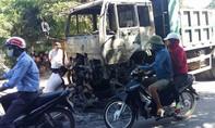 Nghệ An: Xe tải đang chạy bỗng cháy ngùn ngụt trên đường
