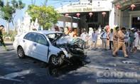 Đà Nẵng: Hai ô tô đấu đầu, 5 người bị thương