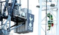 Tottenham đối diện án phạt nặng vì để người lạ vào công trường SVĐ doạ tự tử