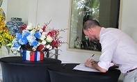 Tổng lãnh sự quán Pháp tại TP.HCM mở sổ tang vụ khủng bố