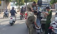 Hai thanh niên bị đâm chết giữa Sài Gòn lúc rạng sáng