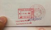 Nhà nghỉ từ chối khách Trung Quốc vì 'đường lưỡi bò' in trên hộ chiếu