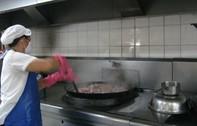 Cống rãnh ứ động khu vực bếp ăn tập thể công nhân