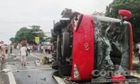 Xe khách tông xe máy, 8 người thương vong