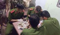 Bốn người hô hấp nhân tạo cứu cụ ông đuối nước trên sông Sài Gòn