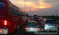 Đang kẹt xe trên cao tốc TP.HCM - Long Thành - Dầu Giây