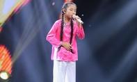 Cô bé hát nhạc dân ca gây sốt ngay tập mở màn The Voice Kids