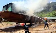 Cháy lớn trên tàu chở cát