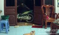 Clip: Nam thanh niên vào nhà dắt trộm xe máy trước mặt bé gái