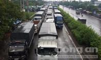 Tai nạn liên hoàn, giao thông QL1A ùn ứ nghiêm trọng