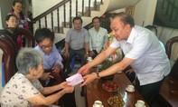 Giám đốc Công an TPHCM đến thăm và tặng quà các gia đình chính sách