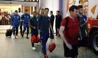 Trận đấu với Manchester City bị huỷ, thầy trò Mourinho về Anh trong đêm