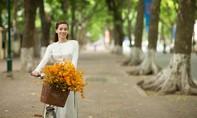 Hồ Ngọc Hà bất ngờ xuất hiện dịu dàng trên phố Hà Nội