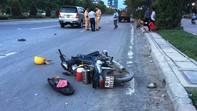Ô tô 7 chỗ húc văng hai công nhân trên đại lộ Mai Chí Thọ