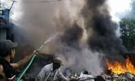Cháy lớn ở cơ sở thu mua phế liệu, nhiều người hoảng loạn ôm đổ bỏ chạy