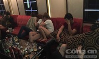 Hàng chục con nghiện 'say' ma tuý trong quán Karaoke