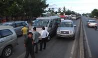 Hai vụ tai nạn giao thông liên hoàn khiến 4 ô tô hư hỏng nặng
