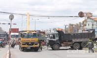 Xe tải 'đại náo' trên QL51