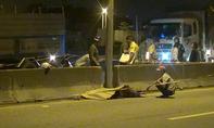 Xe máy tông dải phân cách, 2 người chết