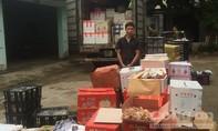 Phát hiện 2,1 tấn hoa quả mang nhãn mác Trung Quốc