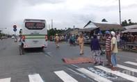 Xe khách tông chết người đàn ông chuẩn bị qua đường