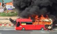 Clip: Ô tô khách cháy trơ khung trên cao tốc