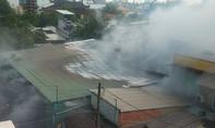 Cháy cơ sở sản xuất vàng mã ở Sài Gòn, 5 nhà dân bị cháy lan