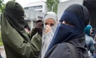 """Đức """"nóng"""" chuyện cấm hay không trang phục Hồi giáo của phụ nữ"""