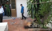 Học sinh phát hiện thầy giáo chết sau nhà với vết hằn trên lưng