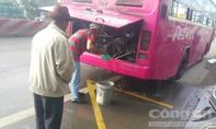 Xe khách bốc cháy, hành khách hoảng loạn lao khỏi xe