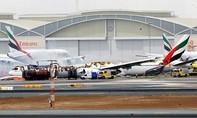 Máy bay chở 275 người bốc cháy dữ dội trên đường băng