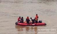 Sau 1 ngày tìm kiếm, thi thể người đàn ông nhảy cầu Đò Quan đã được tìm thấy