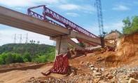 Mưa lớn, 3 dầm cầu đường cao tốc đổ sập
