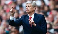 Wenger chưa đủ trình trở thành 'Bố già'